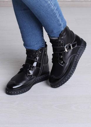 Стильные зимние женские кожаные ботинки на шнуровке лак ремешок гвозди на подошве 36-411