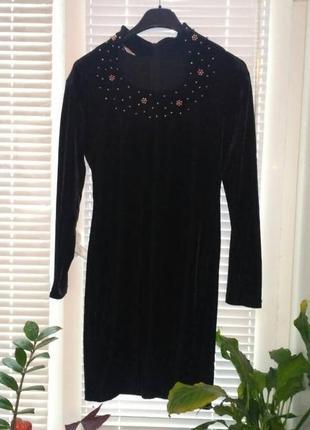 Базовое черное велюровое платье