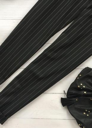 Стильные брюки в полоску заужены к низу3