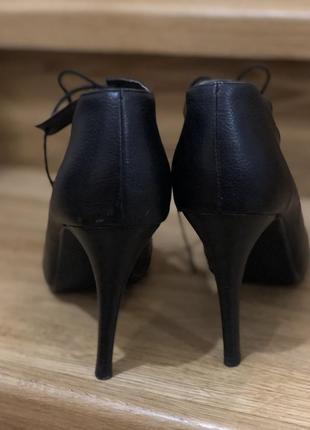 Туфли лодочки чёрные с острым носком и шнуровкой на новый год эко кожа h&m2