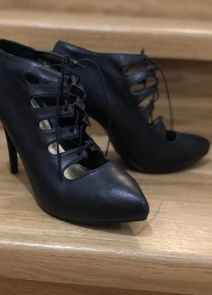 Туфли лодочки чёрные с острым носком и шнуровкой на новый год эко кожа h&m3