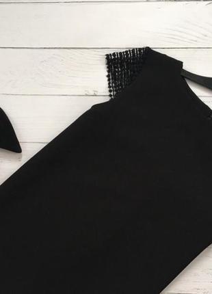 Элегантное платье прямого кроя с ажурными вставками на плечах edition2
