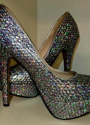 Переливающиеся туфли на высоком каблуке1