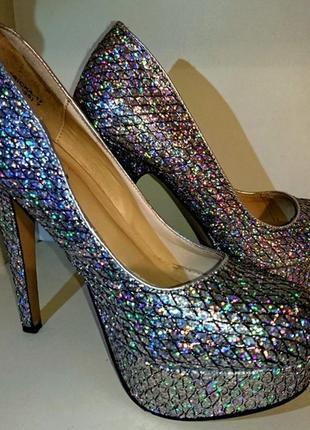 Переливающиеся туфли на высоком каблуке2