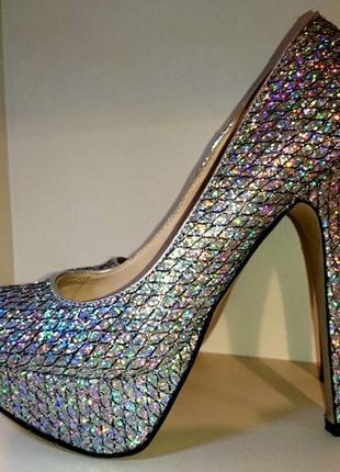 Переливающиеся туфли на высоком каблуке3
