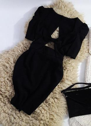 Интересное платье с вырезами и красивой спинкой.2