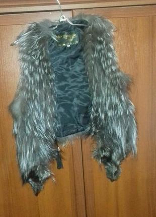 Меховая жилетка с чернобурки.1 фото