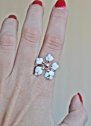 Серебряное кольцо кокетка белое позолота р.194
