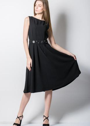 Черное платье с красивым пояском италия