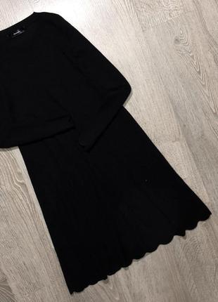 Очень крутое,плотное трикотажное платье с очень красивым низом1