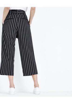 Актуальные трикотажные брюки кюлоты в полоску, полосатые свободные штаны с поясом2 фото