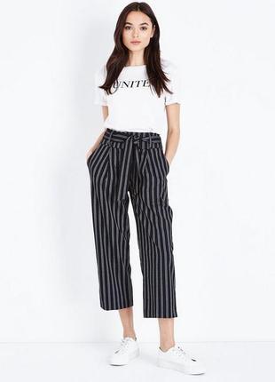 Актуальные трикотажные брюки кюлоты в полоску, полосатые свободные штаны с поясом3 фото