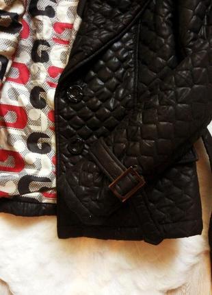 Черная утепленная деми короткая стеганная куртка с поясом и подкладкой шанелька4
