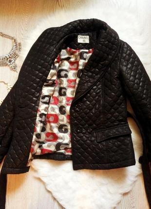 Черная утепленная деми короткая стеганная куртка с поясом и подкладкой шанелька3