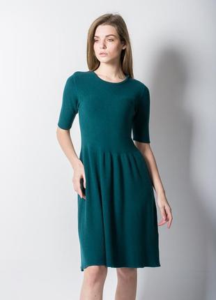 Зеленое трикотажное платье на каждый день