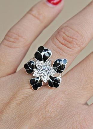 Серебряное кольцо н кокетка черное р.182