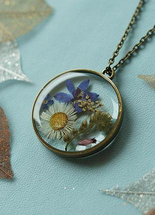 Круглый кулон с цветочной композицией1