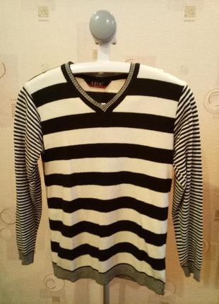 Мужской зимний свитер в черно-белую полоску