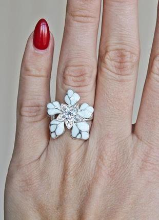 Серебряное кольцо н кокетка белое р.184