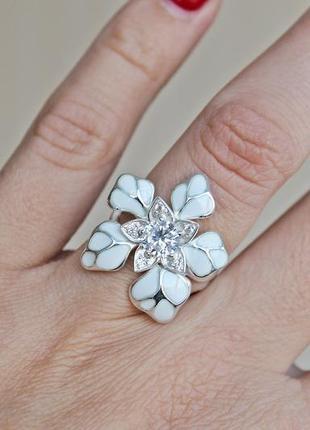 Серебряное кольцо н кокетка белое р.183