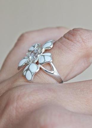 Серебряное кольцо н кокетка белое р.182
