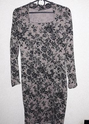 Изящное платье цвета капучино в черн.принт1 фото