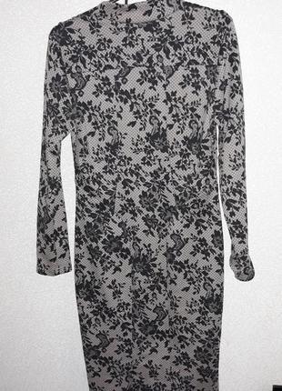 Изящное платье цвета капучино в черн.принт5 фото