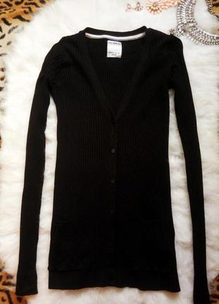 Черный кардиган на пуговицах кофта декольте свитер вязка в рубчик pull&bear2