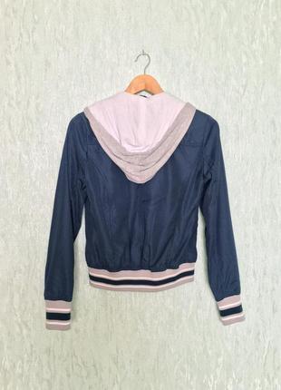 Женская синяя куртка ветровка с капюшоном итальянского бренда tirdy3
