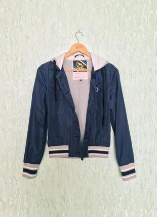 Женская синяя куртка ветровка с капюшоном итальянского бренда tirdy2