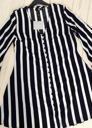 Cтильное свободное платье в вертикальную полоску с расклешенными рукавами missguided5 фото