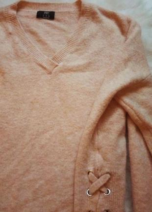 Пудровый свитер оверсайз завязки по бокам шнуровка кофта с вырезом вязаная беж нюд3