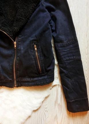 Джинсовая короткая куртка косуха с черной овчиной внутри теплая с мехом синяя шерпа5