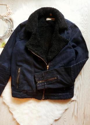 Джинсовая короткая куртка косуха с черной овчиной внутри теплая с мехом синяя шерпа4