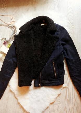 Джинсовая короткая куртка косуха с черной овчиной внутри теплая с мехом синяя шерпа1