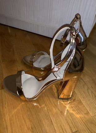 Туфли на устойчивом каблуке missguided3