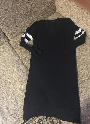 Тёплое платье миди с полосками на рукавах1