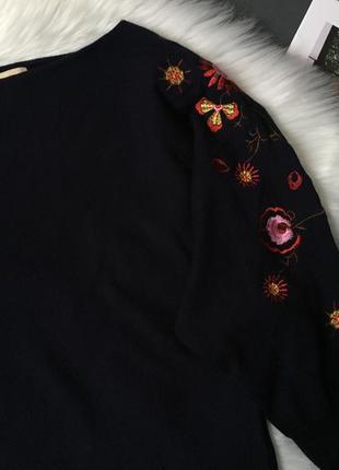 Удлиненный свитер с вышивкой2 фото