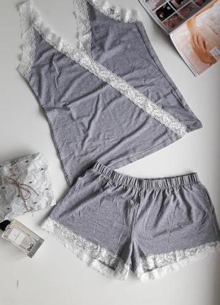 Красивая вискозная пижама с белым хлопковым кружевом, размер с-м