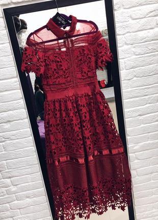 Стильное нарядное краснон  платье размер s скидка