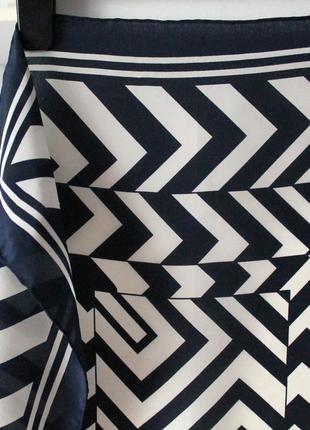 Шелковый небольшой платок в геометричный принт, 100% шелк3 фото