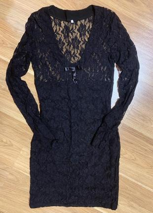 Нарядное гипюровое платье в обтяжку