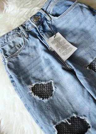 Новые мом-джинс с потертостями и вставками из сетки denim co3 фото