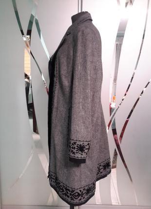 Легкое пальто с вышивкой и декором3