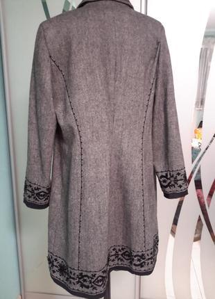 Легкое пальто с вышивкой и декором4