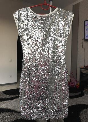 Серебряное платье белое в паетки вечернее