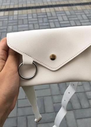 Белая сумка бабанка через плечо на пояс3