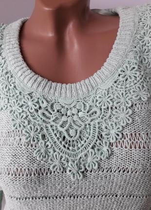 Хлопковый свитерок с кружевной отделкой на груди.2