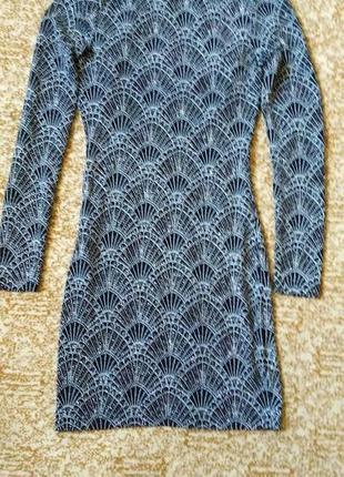Блестящее платье с открытой спиной вырезом на спине1
