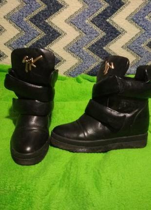 Продам супер крутые зимние ботиночки(сапоги,слипоны)меховые2